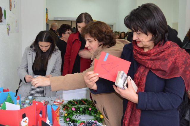 Изложба на рачни изработки и цртежи по повод Меѓународниот ден на лицата со попреченост во Виница