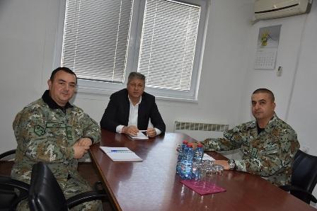 """Командантот на касарната """"Јане Сандански"""" – Штип на средба со градоначалникот Илијев"""