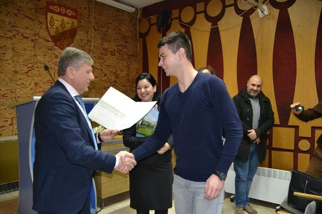 26 стипендисти од Кочани в петок ќе ги потпишат договорите со Општина Кочани