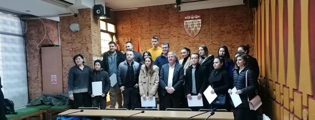 Потпишани договорите за стипендирање на 26 студенти од Кочани