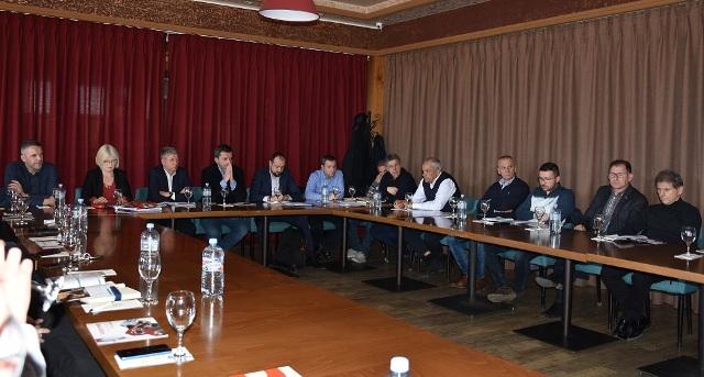 Кочанските стопанственици се сретнаа со директорите на Агенцијата за вработување и на Фондот за иновации