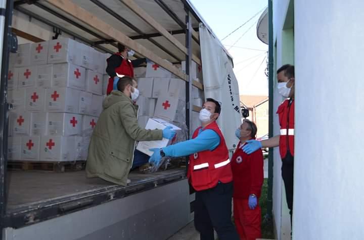 Виничкиот Црвен крст во акција за помош на загрозени семјства од општината