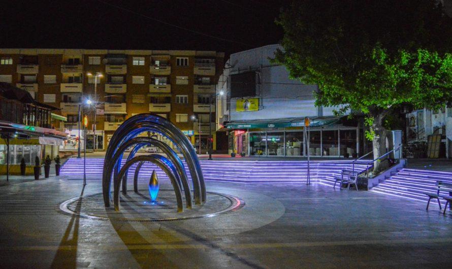 ФОТО ВЕСТ: Трговски центар Кочани вечерва во полн сјај