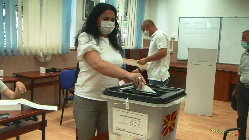 Кандидатот за пратеник на СДСМ Марија Ангелова го оствари своето гласачко право
