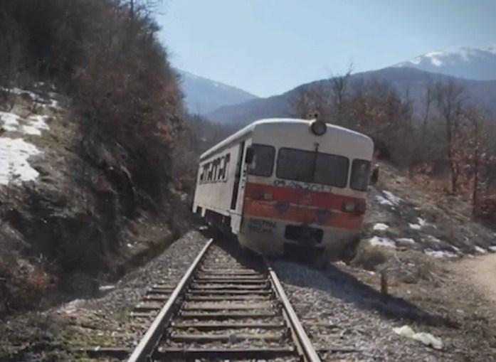 Патничкиот воз од Кочани за Скопје излетал од шините-нема повредени