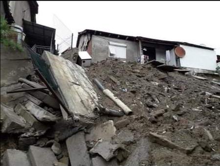 """Потпорен ѕид се заканува да сруши куќа на улицата  """"Гроздан Трифунов"""" во Кочани"""