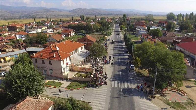 Во Чешиново-Облешево прскање од земја за заштита од комарци