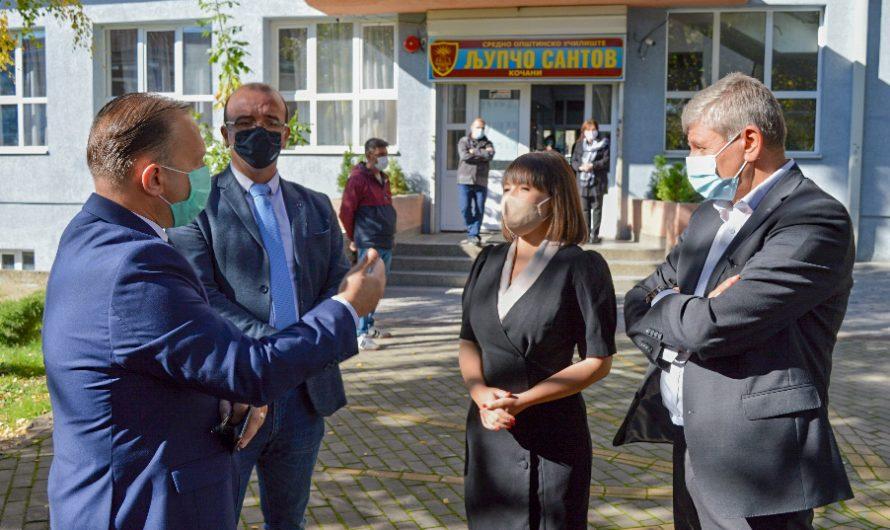 Министерката за образование и наука Мила Царовска во работна посета на дел од училиштата во Кочани