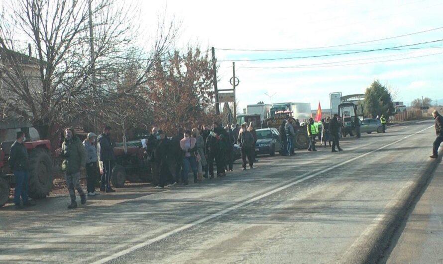 Протест со механизација на оризопроизводителите од Кочанско