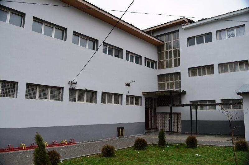 """Реконструиран дел од фасадата на ОУ """"Малина Попиванова"""", ќе се обновува и кровот на училишната зграда"""
