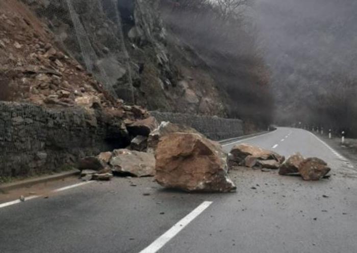 Нови одрони на регионалниот пат Кочани – М. Каменица