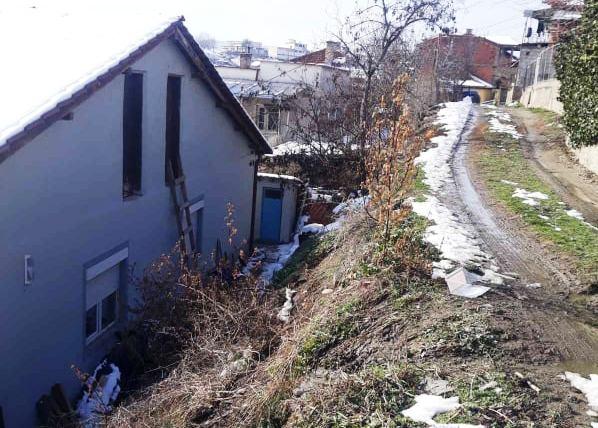 """""""Гласно"""" репортер – Жители на крак од улицата  """"Блаже Поп Арсов"""" бараат помош од Општината"""
