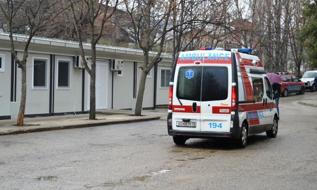 Автомобил излета од коловозот во Кочани: Три девојки однесени во болница