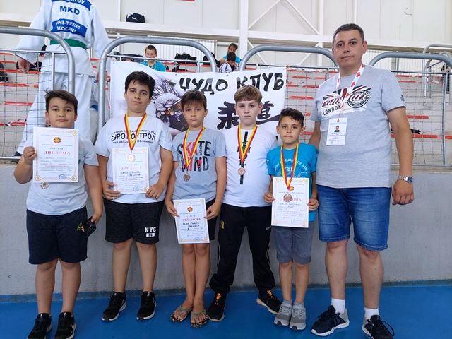 Десет медали за кочанските џудисти на  Државното џудо првенство за помлади пионери и кадети