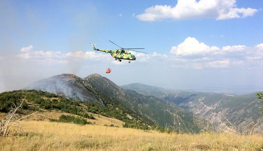 АРМ со два хеликоптера ќе гаси над Кочани