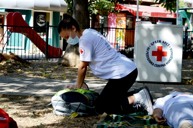 Преку симулација на повреди и укажување прва помош Црвен крст Кочани го одбележа Светскиот ден на првата помош