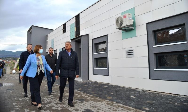 Министерката Шахпаска и градоначалникот Илијев на увид во изградбата на детската градинка во Драчевиќ