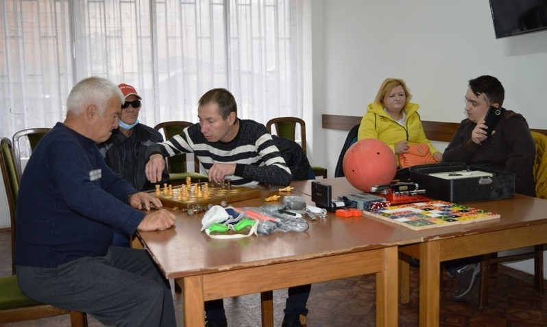 Во Кочани одбележан 15. Октомври, Светскиот ден на белиот стап – симболот на слепите лица