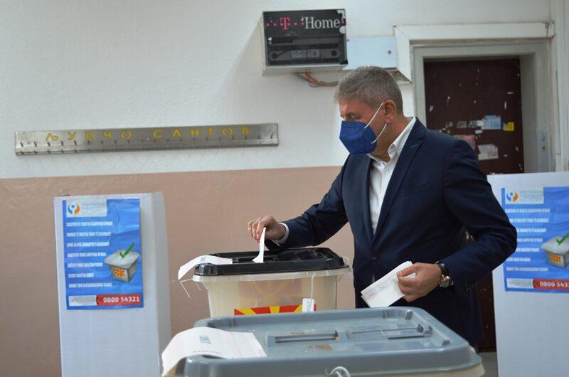 Кандидатот за градоначалник на Кочани, Николчо Илијев утрово го оствари своето гласачко право