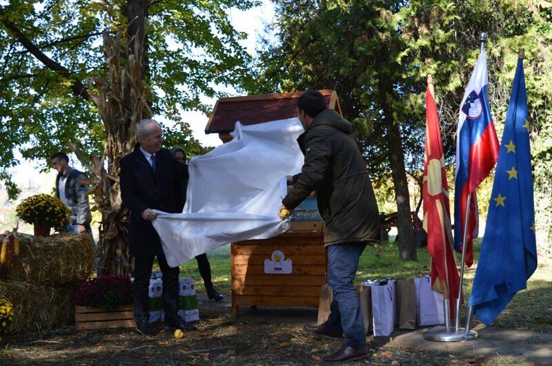 Традиционален словенечки пчеларник – подарок на Институтот за ориз во Кочани